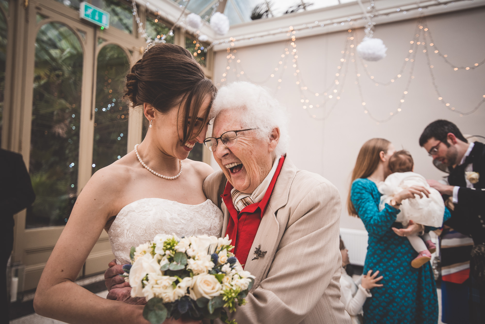 Hampton Court House Wedding Photography | Hannah & Ed HE214